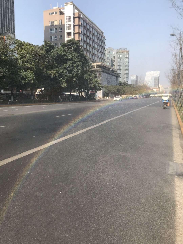 被彩虹拥抱