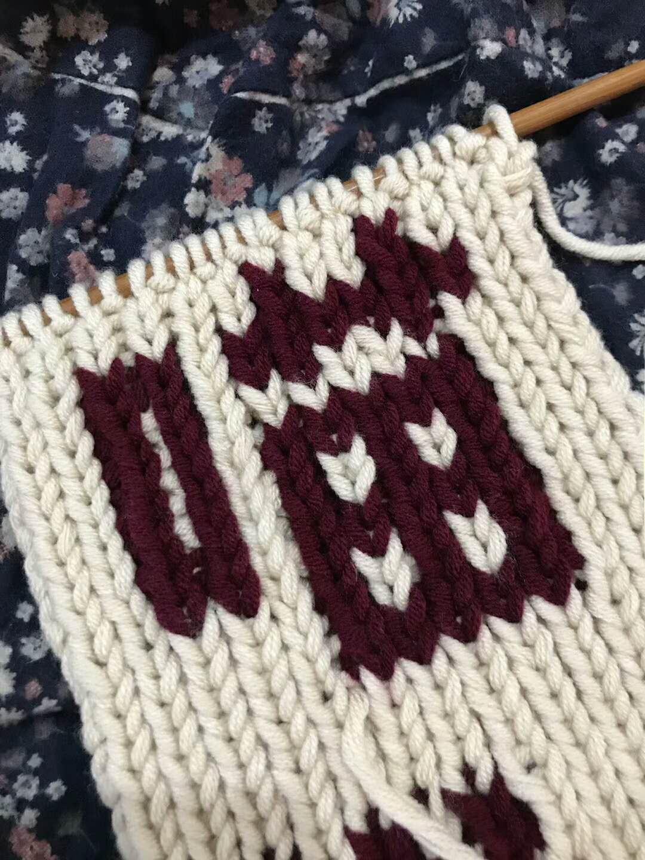 学着织一条喵喵围巾