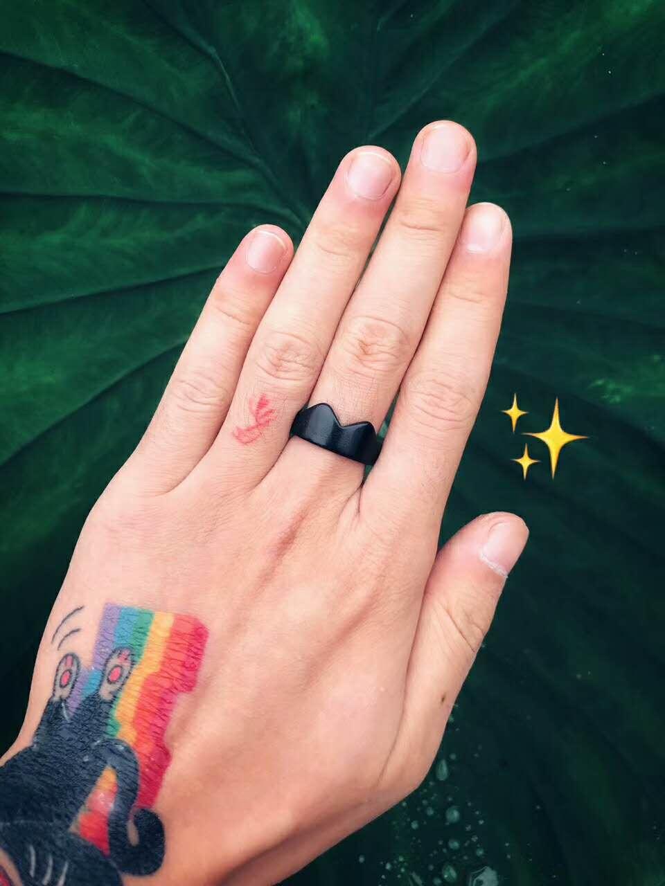 紫光檀的猫耳戒指